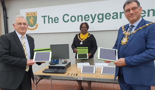 Donation of iPads to Huntingdon Town Council